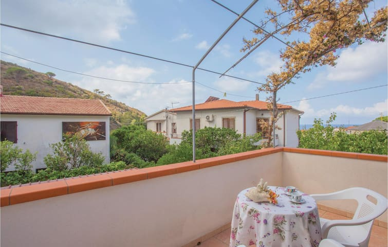 Terraced house with 3 bedrooms on 90m² in Pomonte - LI -