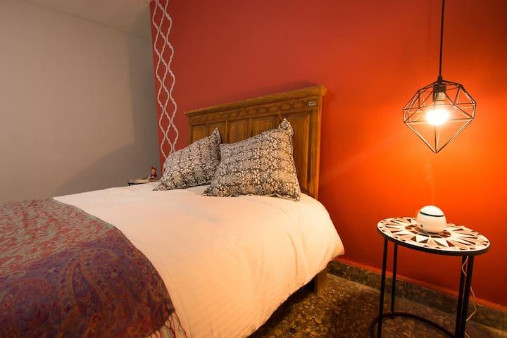 Casa Emma- Habitación privada (roja) con estilo!