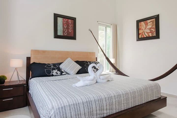 Kingsize bed & hammock