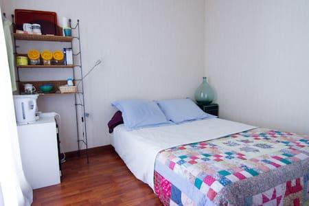 Chambre avec accès au balcon - Flat