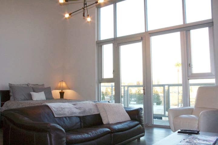 Penthouse Hollywood View + Balcony! - west Hollywood - Apartamento