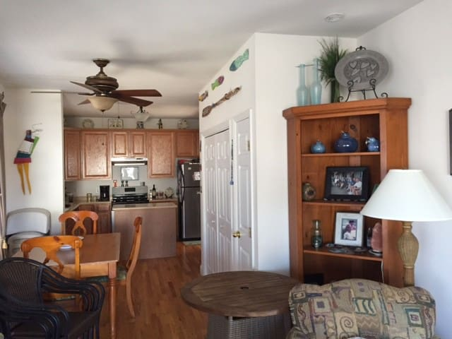 Beautiful beach house 2 blocks from beach and bay - Surf City - House