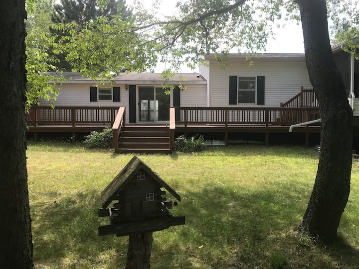 Waterfront 4 BR Vacation Home - White Birch Lodge