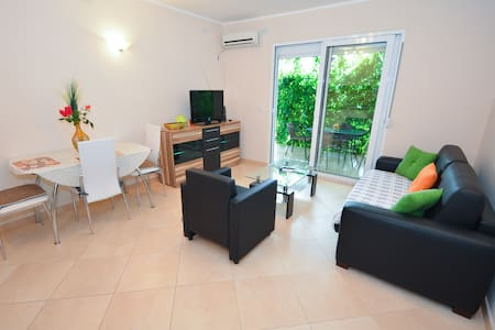 APARTMENT DRAGOJEVIC KOTOR for 2 persons - Wohnung
