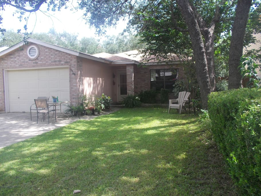 The room is located in cozy home in family neighborhood. Shaded, walkable and central location.