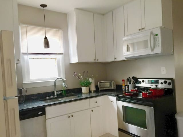 Comfortable Getaway near Midway Airport