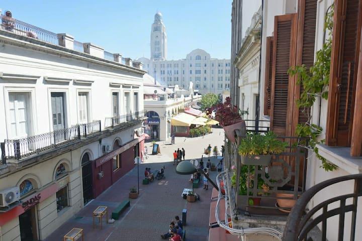 Apartamento Art Decó frente al Mercado del Puerto