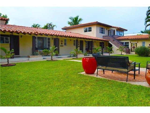Villa #5- Beautiful king-size room - Fort Lauderdale - Villa