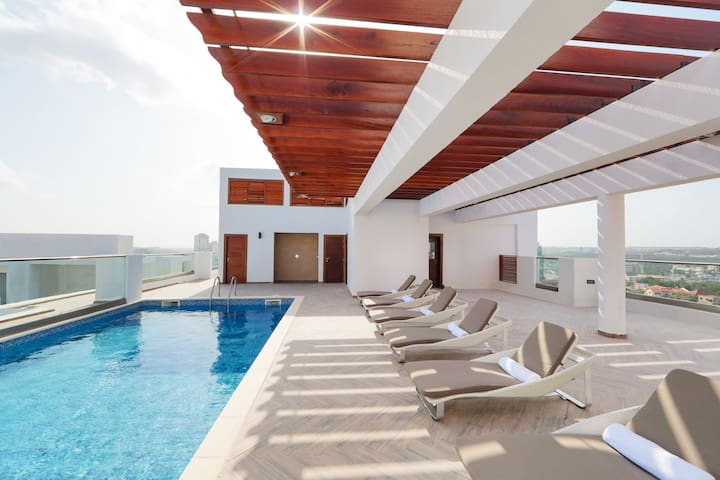 The Gallery: 5th floor 2 bedroom with gym & pool