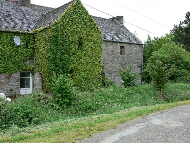 Koum Kinvi, maison en pierre en Bretagne