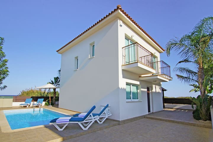Jenny-villa with pool near  beach