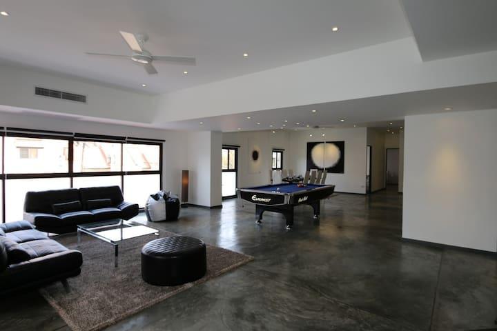 JC201 Huge modern designer condo - Wohnung