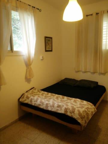 Quiet, fresh air, natural light, fully furnished - Haifa - Otros