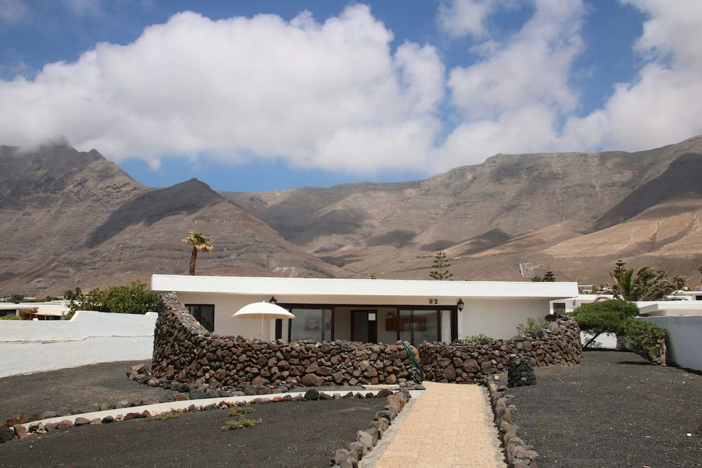 La casita de carlota houses for rent in playa de famara canarias spain - Casitas de playa ...