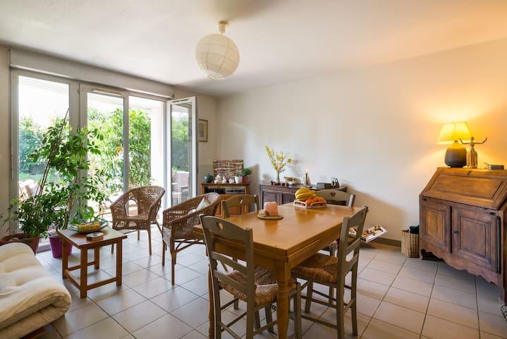 Joli appartement avec jardin - Saint-Genis-les-Ollières - Lägenhet