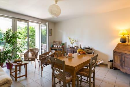 Joli appartement avec jardin - Saint-Genis-les-Ollières - Wohnung