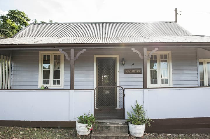 Tinonee Cottages~ The Manor *family, pet friendly*