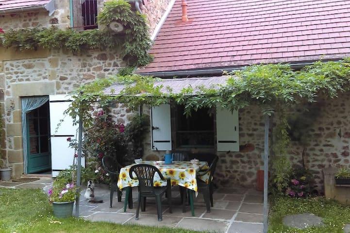 Gite calme à la campagne - Saint-Sornin - Casa
