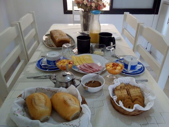 Suíte/Vagas Set./Café a parte/Guarujá/