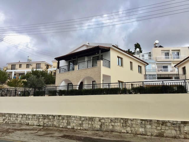 Ditached 3 bedroom villa with swimming pool
