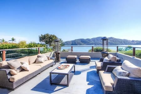 Awesome, 8 bd rm, water views, Tiburon, near town
