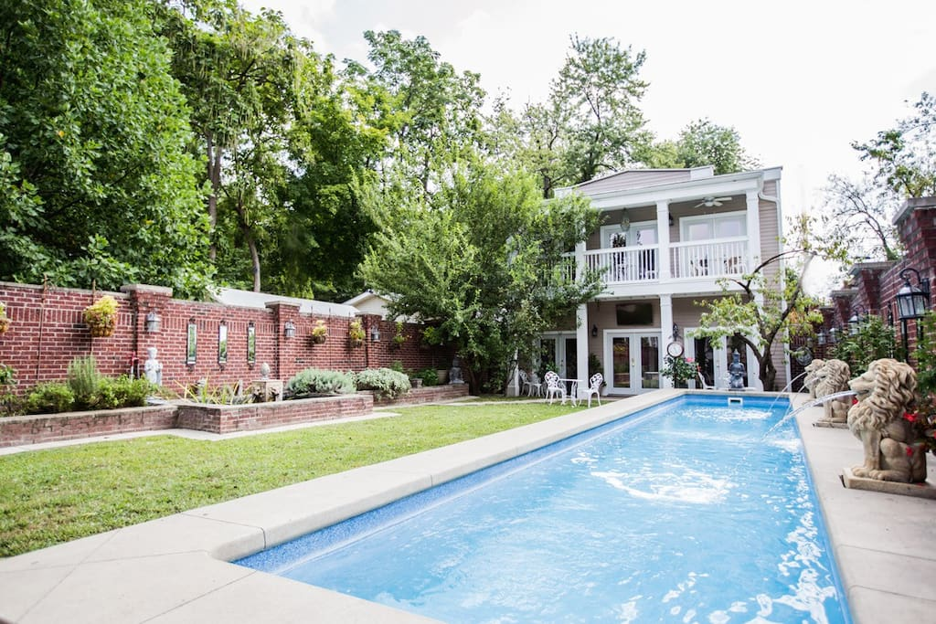 Carriage House: Pool/Outdoor space you have access to. Great for a glass of wine or coffee!