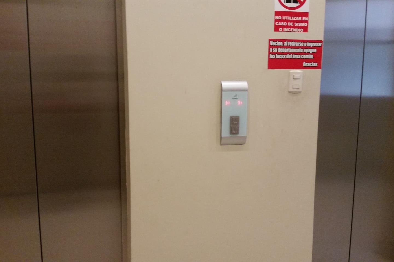 Edificio con  02 ascensores