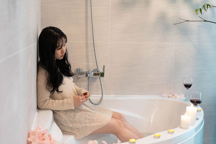 301호 넓은 시크릿 정원과 예쁜 이벤트 욕실 신규오픈 특가!!!!!