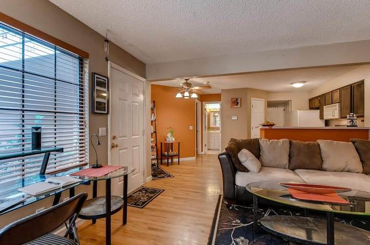 Cozy, Convenient Condo in Cherry Creek