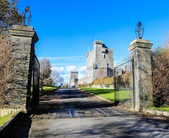 Stay in Knappogue Castle