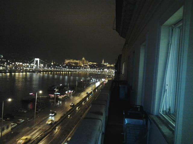 Private room in flat with amazing river panorama!