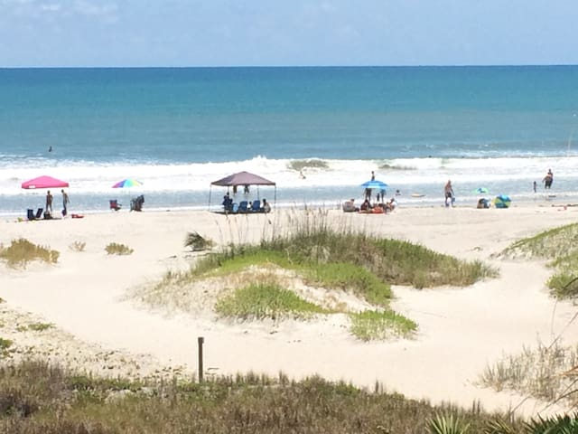 Direct Oceanfront Condo in Beautiful Cocoa Beach!