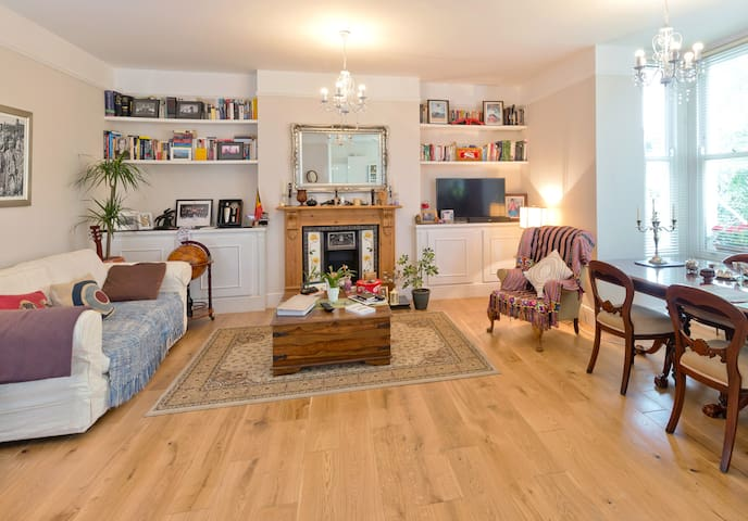 Large Double Room in Victorian Flat Central London - Londen