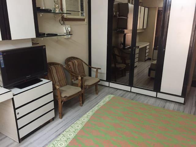 Ensuite large room for 2 in Khar - Mumbai - Byt