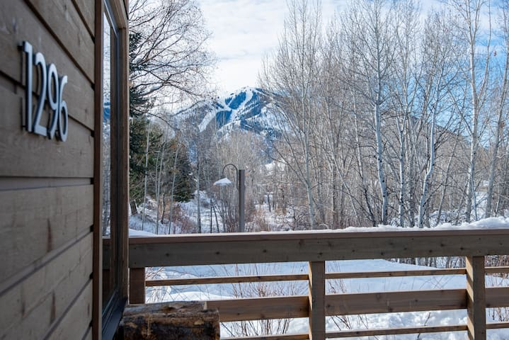 Bright & Sunny Condo for 6 Guests with Sun Valley Pool Access  | 2 Bedroom, 2 Bathroom