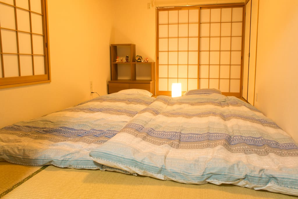 Bed room can put up to three futon.