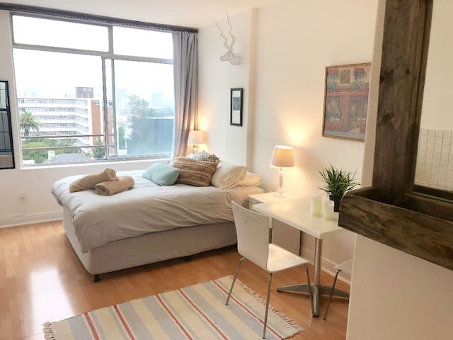 Stylish Cozy Kloof Street Apartment