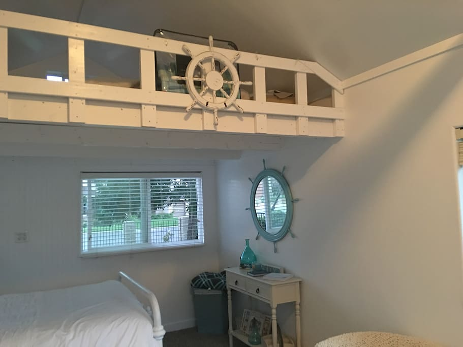 Loft with 2 twin beds great for kids