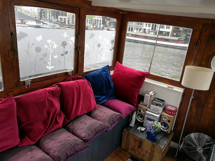 Houseboat in centre of Amsterdam with riverview