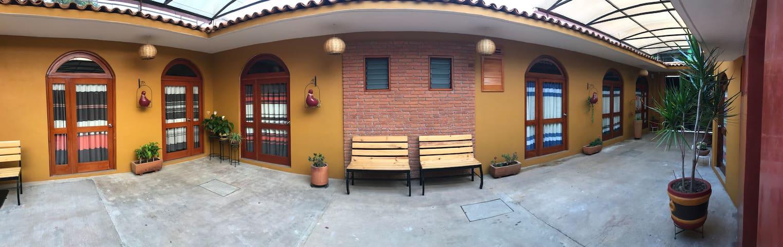La casa de él papa.