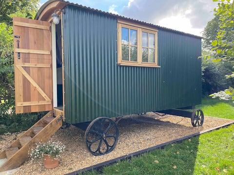 Luxury shepherds hut accommodation near Stonehenge