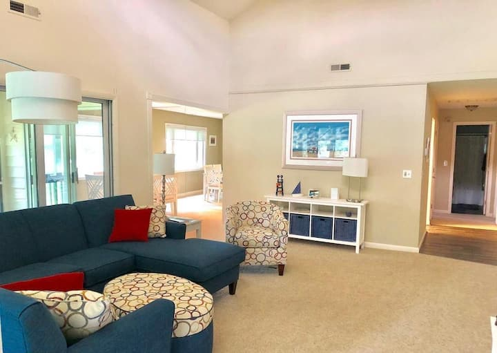 Airy, spacious Rehoboth/Lewes home!
