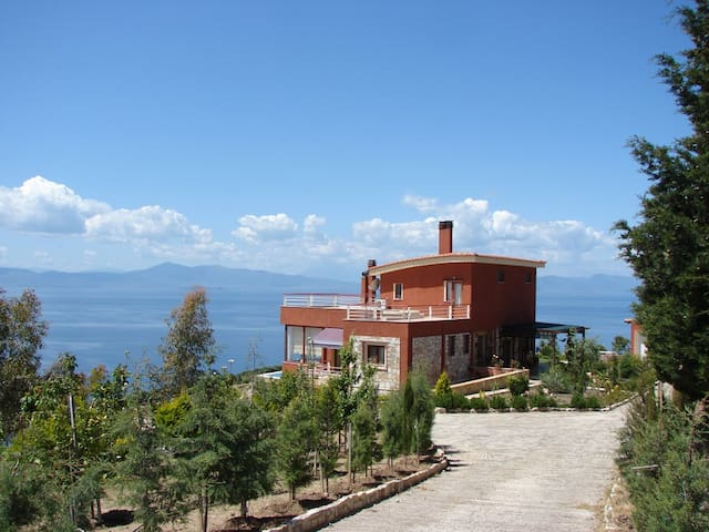 Charming tranquil villa with panoramic views - Chronia - Casa de camp