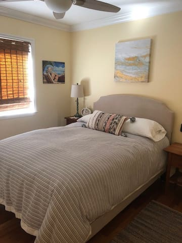 Pretty bedroom, outlets shopping steps away!!