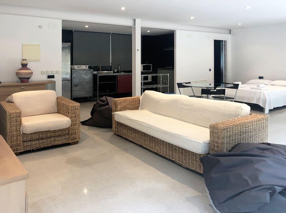 Studio on terrace: 3rd bedroom with en-suite bathroom, plus kitchennette-lounge.