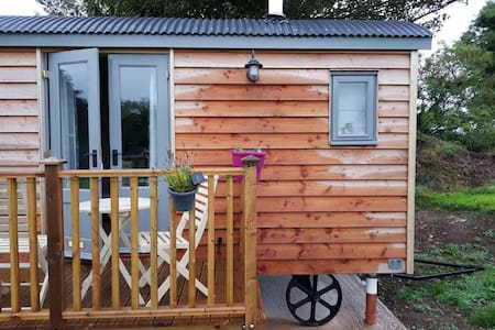 Anglesey Benllech shepherds huts, anglesey (Rosie)