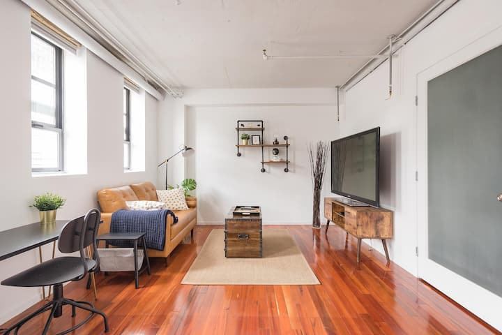 Central SOMA apt with access to sunny roof deck