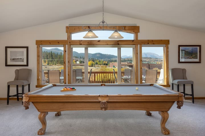 Lux Mountain Retreat. Billiards.Cuzzi! Sleeps 14