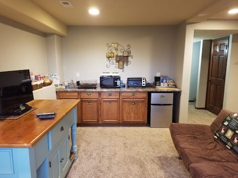 Entire Floor w/ Kitchenette. Paw Freindly. No Fees