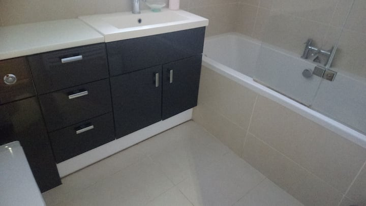 Ensuite Large Room in large family home.